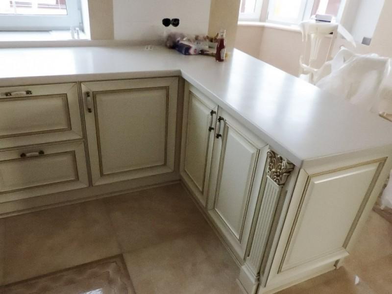 кухонный стол из камня Покровка