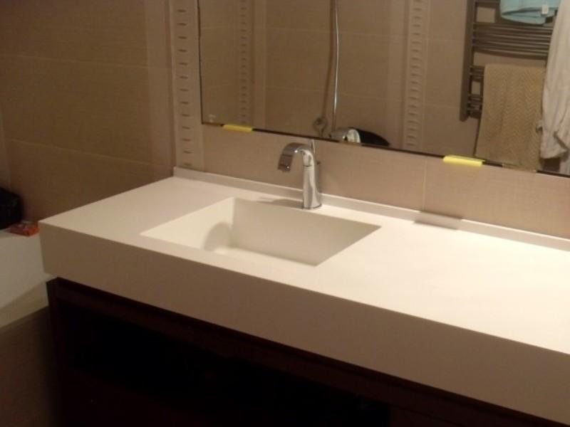 Столешница с мойкой в ванную 246