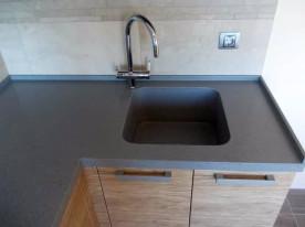 Мойка из искусственного камня для кухни со смесителем 42 см